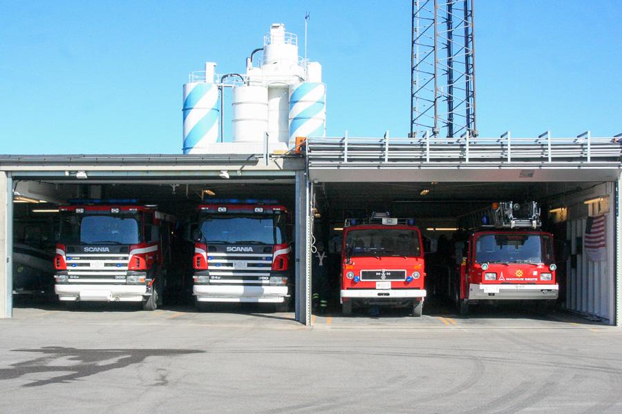 Remisen i Helsingør med, fra venstre, tankvogn, sprøjte, Kronborgsprøjte og drejestige. Foto: Henning Svensson