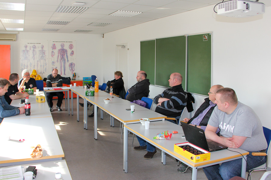 Så er generalforsamlingen i gang i lånte lokaler på Dæmningen. Foto: Henning Svensson