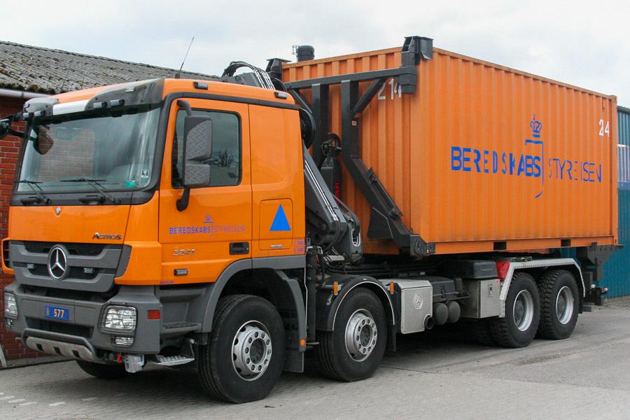 Mercedes-Benz Actros 3241 containerbil. Foto: Henning Svensson