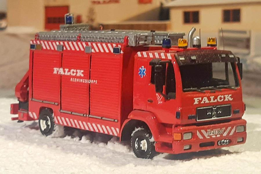 Amtsredningsvogn 8602 fra Falck i Hvidovre i snevejr. Diorama, modelbygning og foto af Steffen Lund