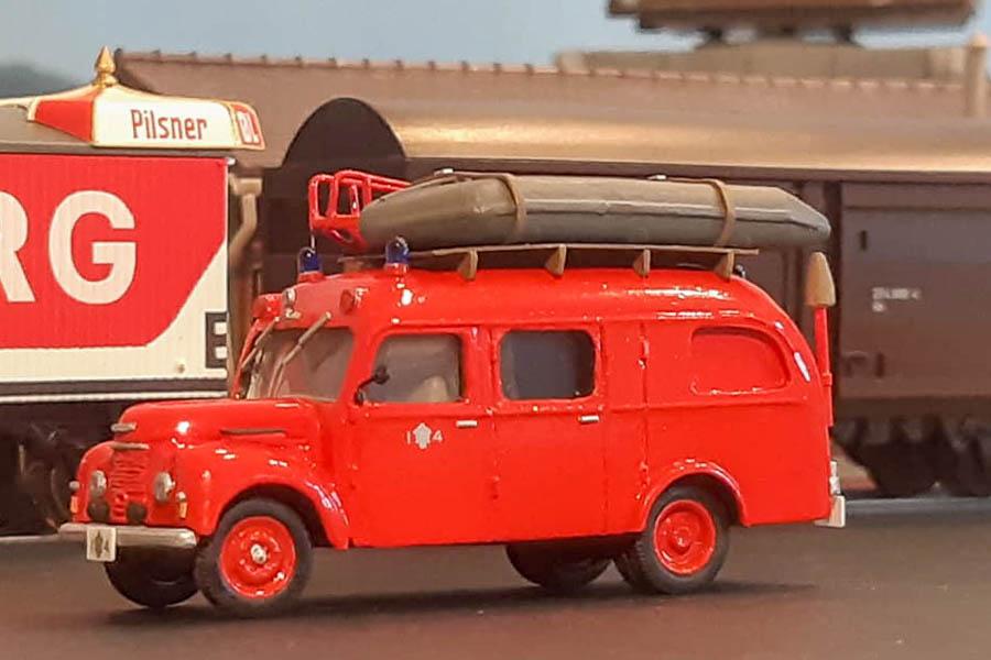Københavns Brandvæsens Commer dykkervogn I4 årgang 1954 på opgave i Frihavnen. Modelbygning, diorama og foto af Steffen Lund