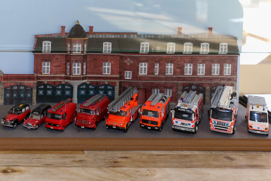 Flere generationer køretøjer fra Gentofte Brandvæsen, skala 1:87, bygget af Jesper Lind Arpe, Denis Olsen, Steffen Lund og Christian Aagaard Nielsen. Foto: Henning Svensson