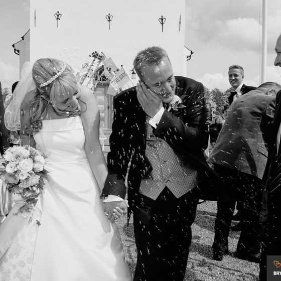 Bryllupsfotograf Aarhus-Viborg-Østjylland-Midtjylland riskast ved kirken