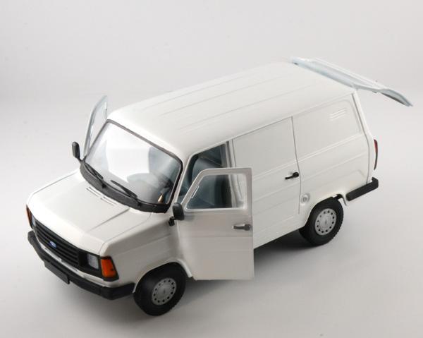 Ford Transkit Mk2 Mk II Plastic Kit 1:24 Model 3687 ITALERI