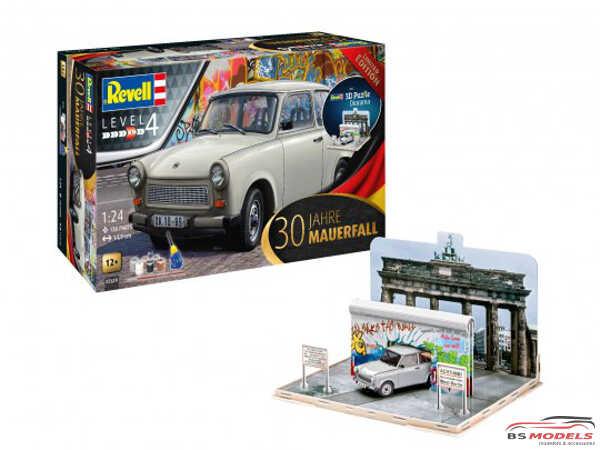 "REV07619 Trabant 601 ""30th anniversary fall of the Berlin wall"" Plastic Kit"