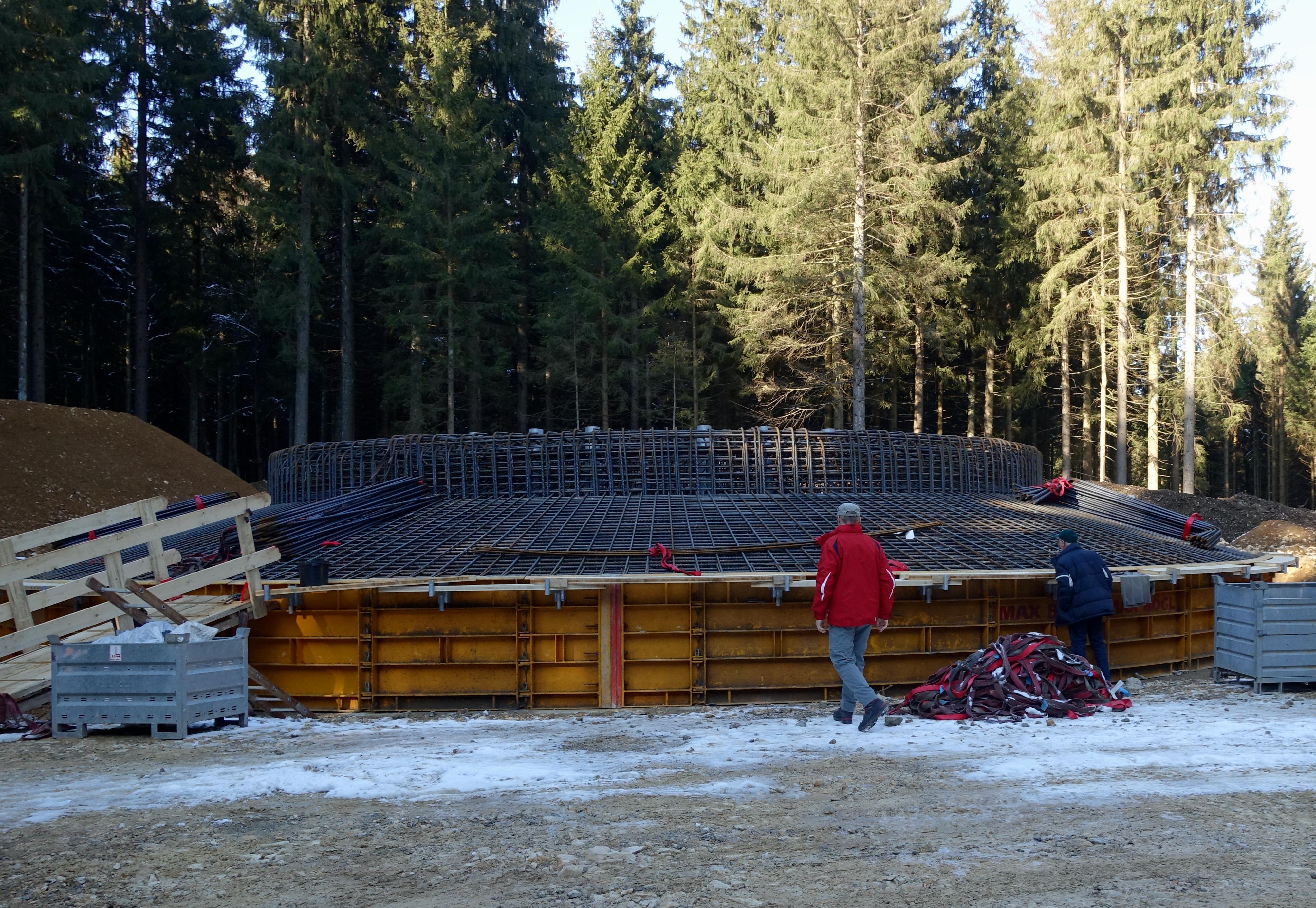 Fundament eines Windrads im Wald bei Lauterstein