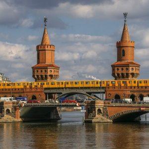 Reisebus auf der Oberbaumbrücke