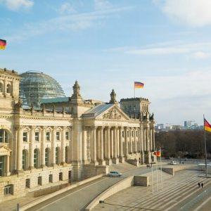 Schulklasse am Reichstag der Hauptstadt