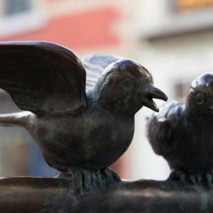 Klassenfahrt zur Vogelstatue am Aachner Markplatz