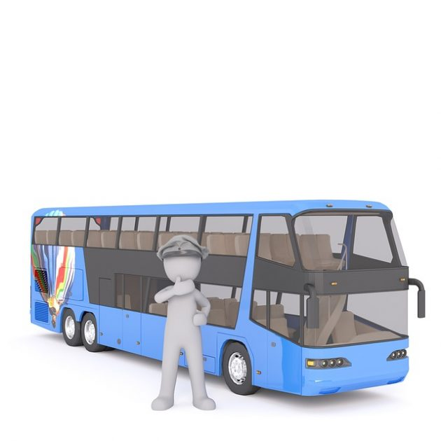 Busfahrer-vor-gemieteten-Reisebus-in-Magdeburg
