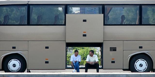 Fahrer-vor-Bus-in-kiel