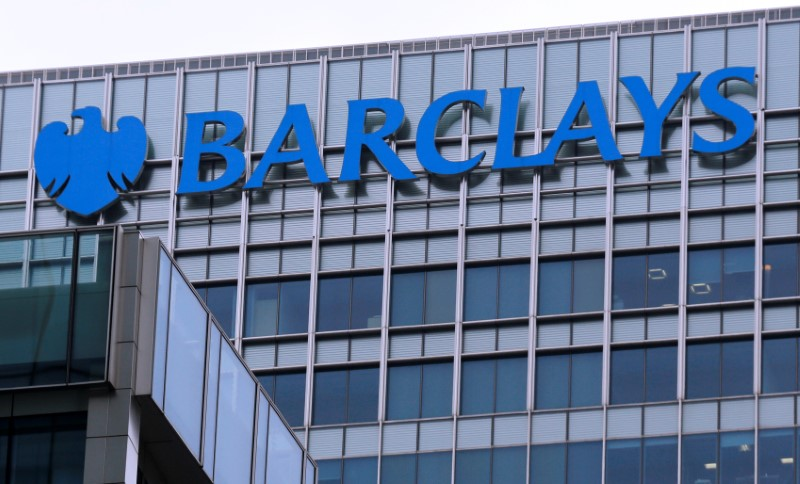 © Reuters. FILE PHOTO - The logo of Barclays bank is seen at its office in the Canary Wharf business district of London