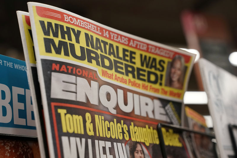 © Reuters. U.S. tabloid newspaper the National Enquirer is on display for sale in Washington