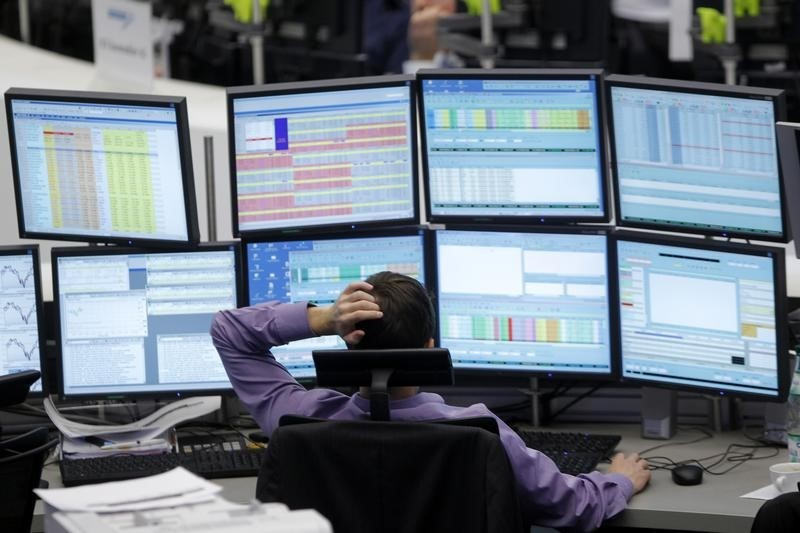 © Reuters.  Canada shares lower at close of trade; S&P/TSX Composite down 0.59%