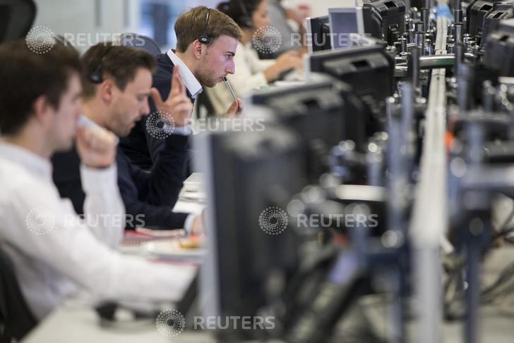 © Reuters.  Canada shares lower at close of trade; S&P/TSX Composite down 0.09%