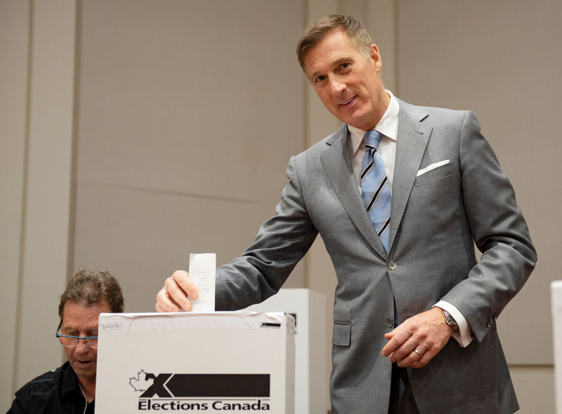 © Reuters. People's Party of Canada leader Maxime Bernier casts his ballot in Saint-Georges, Quebec
