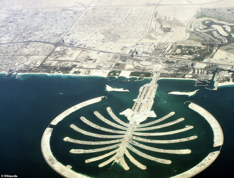 The simulation is very similar to real landmarks. As the simulated city of Dubai looks exactly like the real place