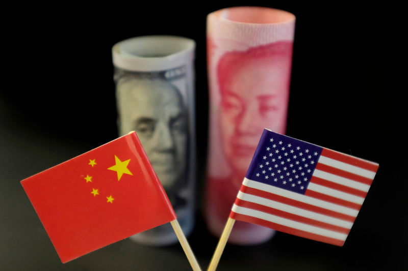 © Reuters. FILE PHOTO: Illustration picture showing U.S. dollar and China's yuan banknotes