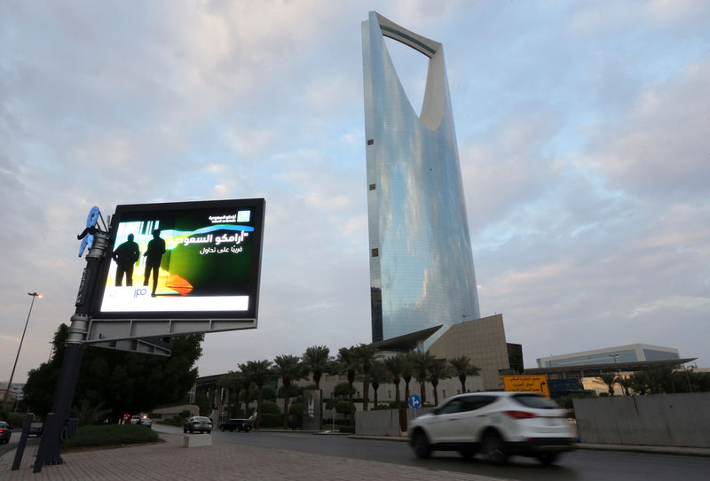 © Reuters. A billboard display an advert for Saudi Aramco in the streets in Riyadh