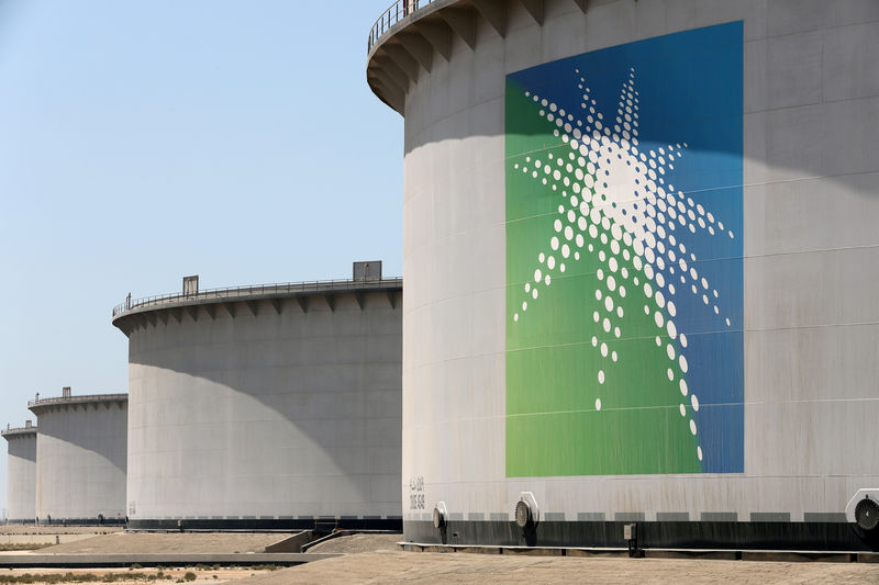 © Reuters.  Aramco Reaches Prince's $2 Trillion Goal After Second-Day Surge