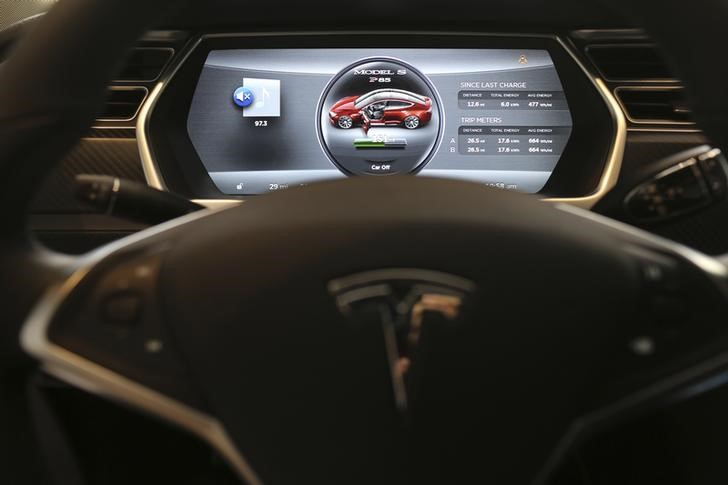 © Reuters.  Exclusive: U.S. agency probes 12th Tesla crash tied to possible Autopilot use