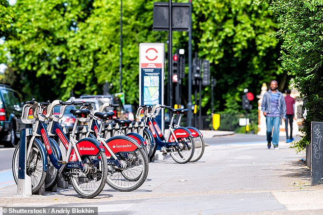 Commuters are expected to want to avoid public transport when social distancing rules are eased, but will look to cycle more instead of using their private cars, says the AA