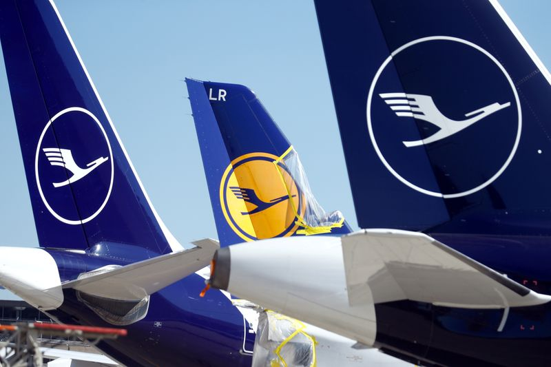 © Reuters. FILE PHOTO: Lufthansa aircraft parked on tarmac in Germany