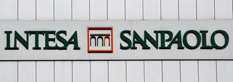 © Reuters. FILE PHOTO: Intesa San Paolo bank logo is seen at the headquater in Turin