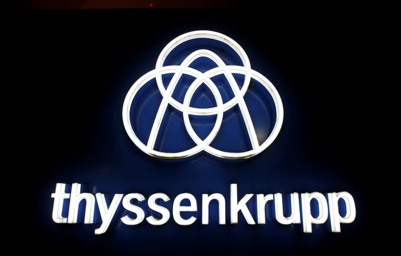 © Reuters. FILE PHOTO: Thyssenkrupp's logo is seen outside elevator test tower in Rottweil