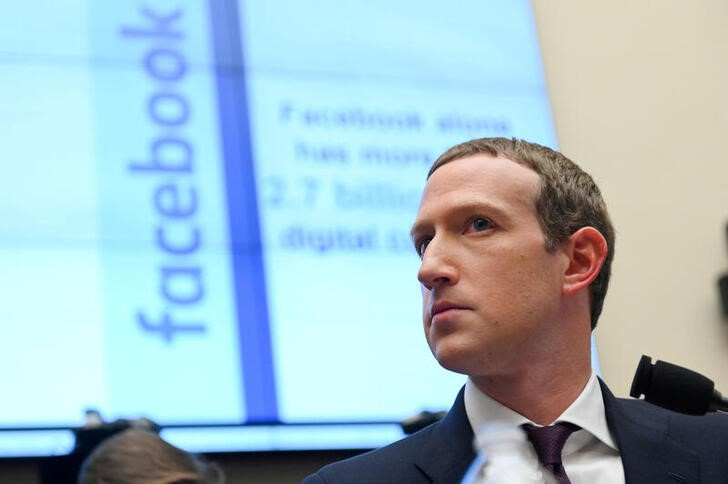 © Reuters. FILE PHOTO: Facebook Chairman and CEO Zuckerberg testifies at a House Financial Services Committee hearing in Washington