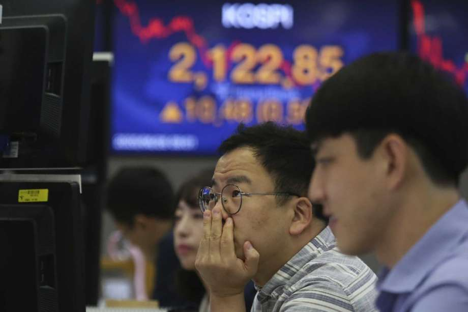 A currency trader watches monitors at the foreign exchange dealing room of the KEB Hana Bank headquarters in Seoul, South Korea, Friday, June 26, 2020. Asian stock markets followed Wall Street higher on Friday after U.S. regulators removed some limits on banks' ability to make investments. Photo: Ahn Young-joon, AP / Copyright 2020 The Associated Press. All rights reserved.