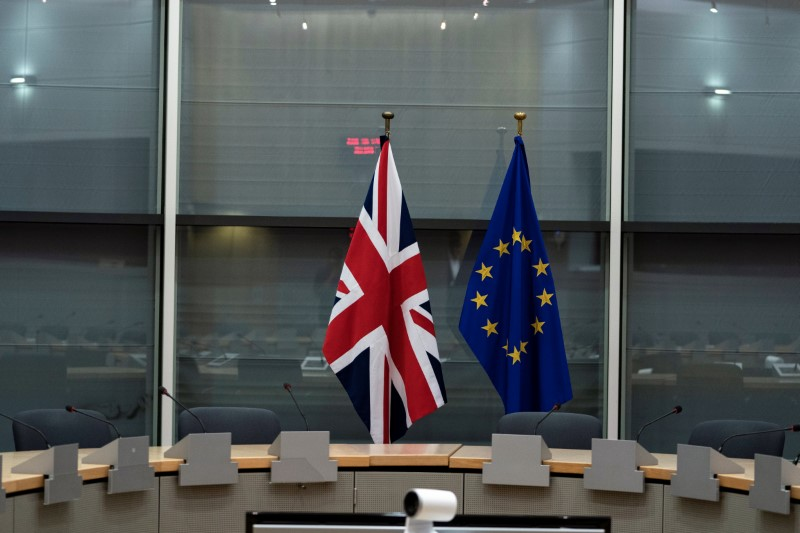 © Reuters. British Union Jack and EU flags are pictured before the meeting with Britain's Brexit Secretary Barclay and EU's chief Brexit negotiator Barnier in Brussels