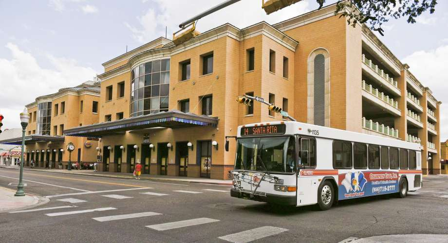 An El Metro bus is seen departing from the Laredo Transit Center on Tuesday afternoon in downtown Laredo. Photo: Danny Zaragoza, Staff Photographer / LAREDO MORNING TIMES