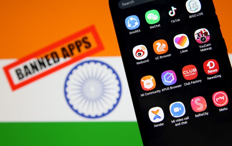 © Reuters. FILE PHOTO: Smartphone with Chinese applications is seen in front of a displayed Indian flag and a