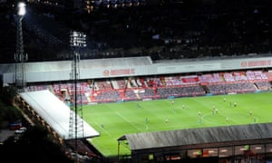 Brentford v Swansea City - Sky Bet Championship Play Off Semi-final 2nd Leg<br>BRENTFORD, ENGLAND - JULY 29: An elevated general view of Griffin Park during the Sky Bet Championship Play Off Semi-final 2nd Leg match between Brentford and Swansea City at Griffin Park on July 29, 2020 in Brentford, England. Football Stadiums around Europe remain empty due to the Coronavirus Pandemic as Government social distancing laws prohibit fans inside venues resulting in all fixtures being played behind closed doors. (Photo by Alex Burstow/Getty Images)