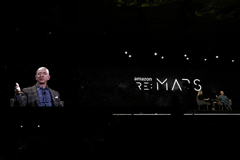 """© Reuters. FILE PHOTO: Jeff Bezos, Amazon.com Inc's chief executive and founder, speaks at the company's """"re:MARS"""" conference in Las Vegas"""
