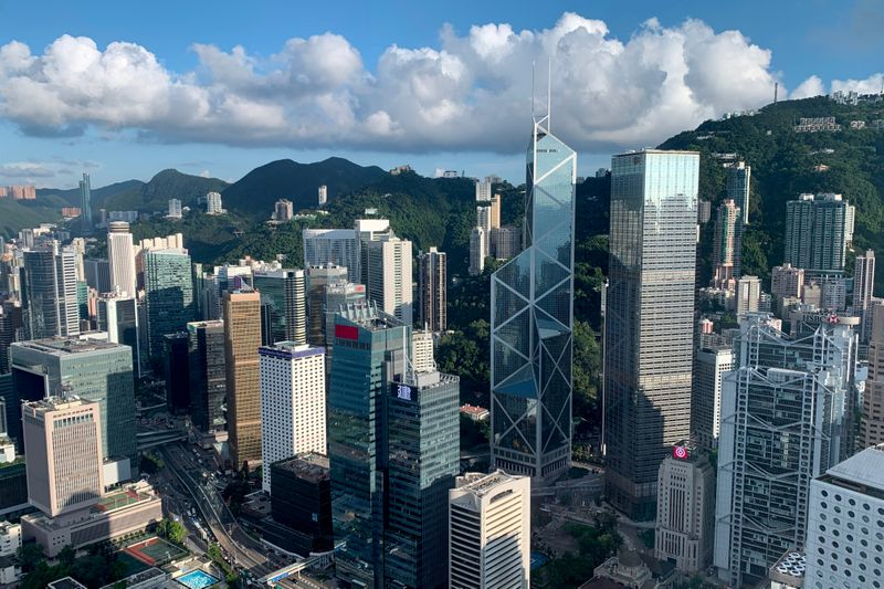 © Reuters. FILE PHOTO: A general view of the financial Central district in Hong Kong