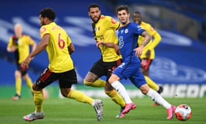 Etienne Capoue of Watford (centre) and Christian Pulisic of Chelsea chase down the ball.