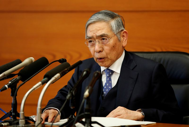 © Reuters. FILE PHOTO: Bank of Japan Governor Haruhiko Kuroda speaks at a news conference in Tokyo