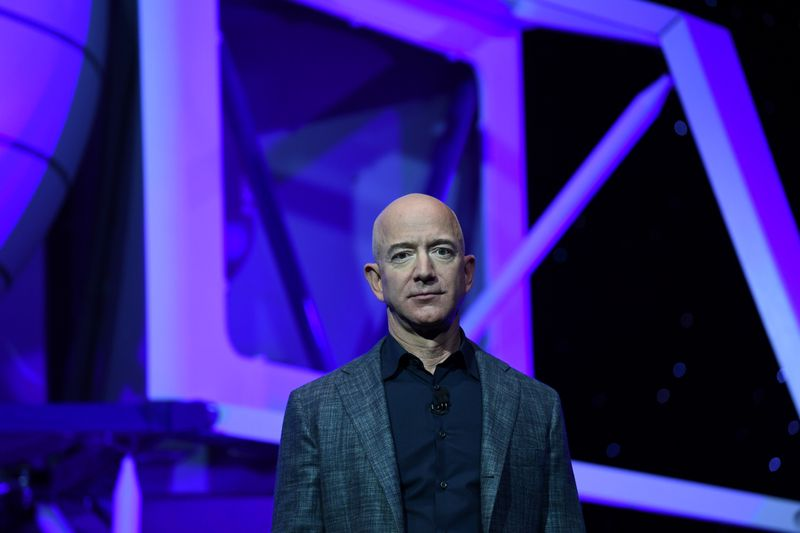 © Reuters. Founder, Chairman, CEO and President of Amazon Jeff Bezos unveils his space company Blue Origin's space exploration lunar lander rocket called Blue Moon during an unveiling event in Washington