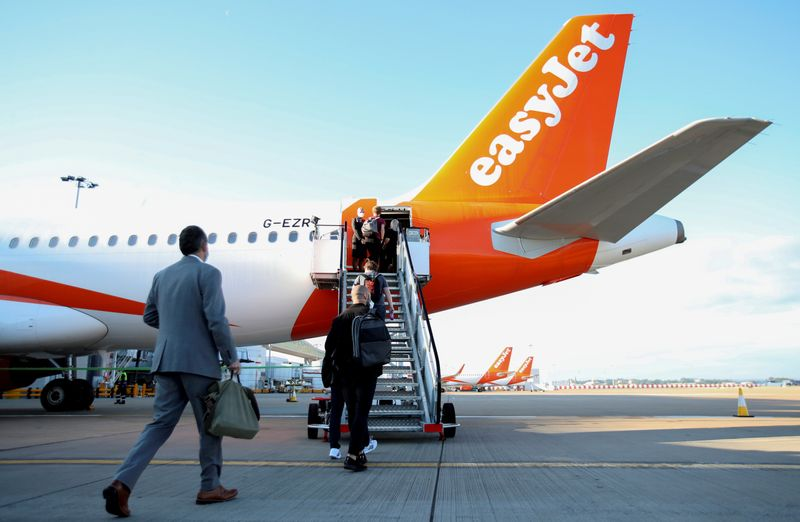 © Reuters. FILE PHOTO: EasyJet restarts its operations amid the coronavirus disease (COVID-19) outbreak at Gatwick Airport, in Gatwick