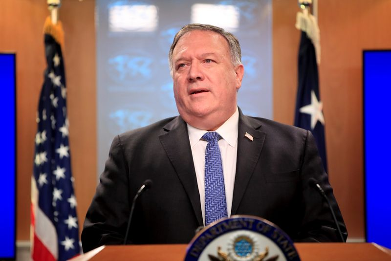 © Reuters. U.S. Secretary of State Pompeo attends a news conference in Washington