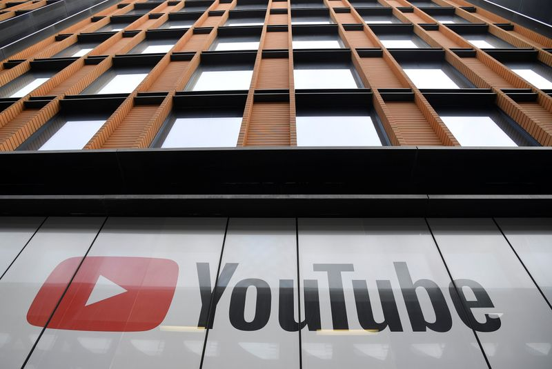 © Reuters. FILE PHOTO: YouTube signage is seen at their offices in London