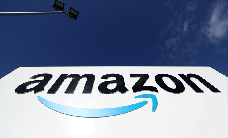 © Reuters. FILE PHOTO: An Amazon logo is seen at its centre in Darlington