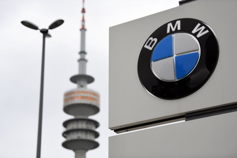 © Reuters. The logo of German car manufacturer BMW is seen at the company headquarters in Munich