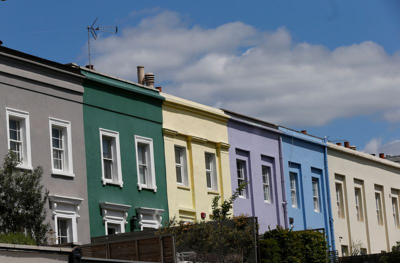 © Reuters. A row of houses are seen in London