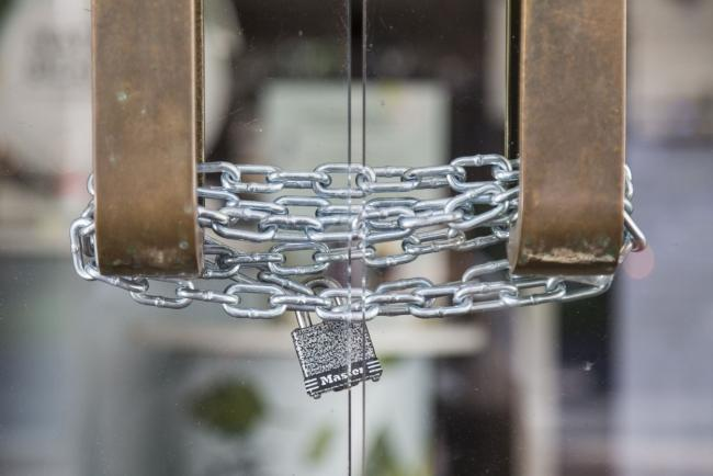 © Bloomberg. A chain and lock secures an entrance at a Macy's Inc. location temporarily closed in Honolulu, Hawaii, U.S., on Monday, May 11, 2020. Hawaii reports no new virus cases for the first time in nearly two months, the Associated Press reported. Photographer: Marie Eriel Hobro/Bloomberg