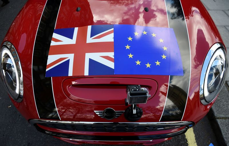 © Reuters. FILE PHOTO: A Mini car is seen with a Union flag and European Union flag design on its bonnet in London