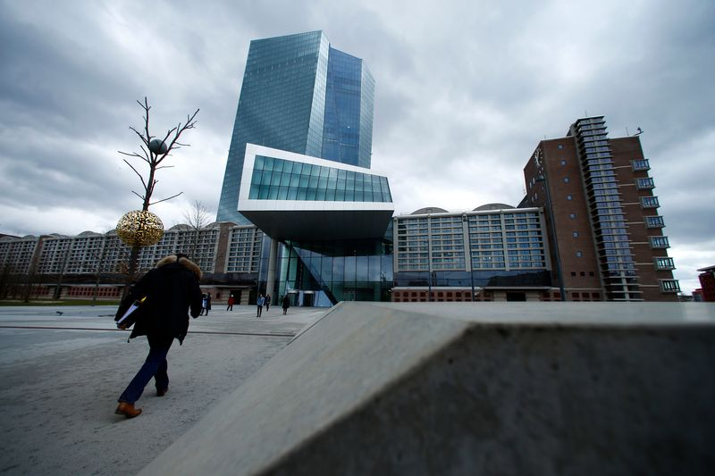 © Reuters. FILE PHOTO: European Central Bank (ECB) headquarters building is seen in Frankfurt