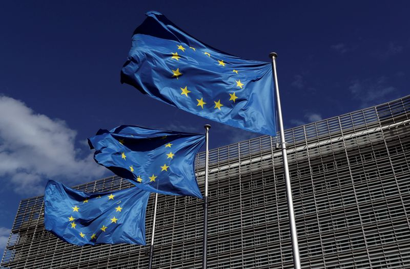 © Reuters. FILE PHOTO: European Union flags flutter outside the European Commission headquarters in Brussels